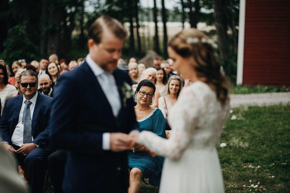 veistamo-haat-jere_satamo-ruissalo-weddings-046.jpg