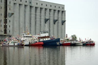 Tugboat races  (photo by Sandy Richardson)