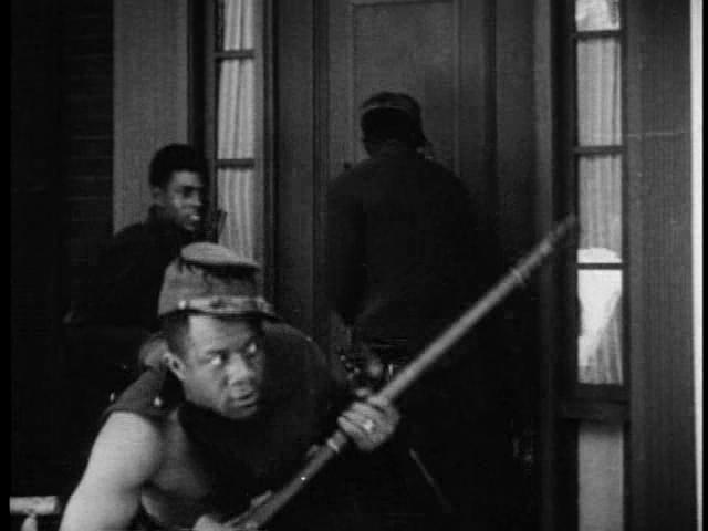 Negros ameaçadores tomam Piedmont de assalto