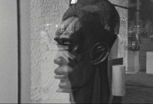 Um dos momentos de  Soleil Ô  em que a temática da identificação do negro como selvagem se inscreve na imagem
