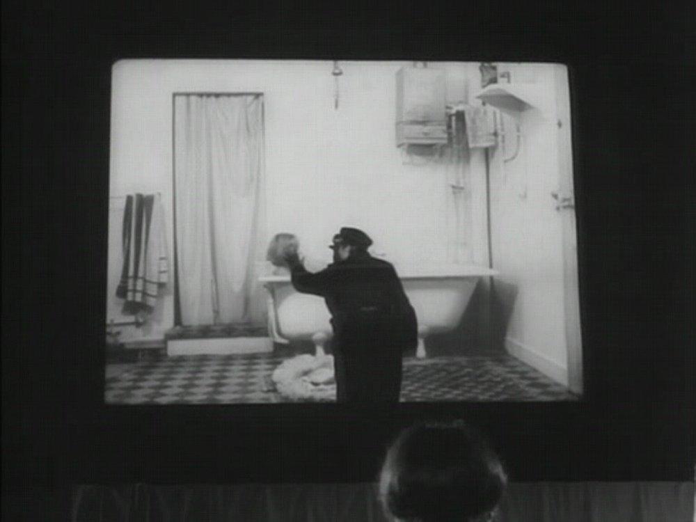 Teorias do Cinema e do Audiovisual - Oferecida em 2019.1 como Teorias do Cinema (código COM A86)Esta disciplina da área de concentração em Cinema e Audiovisual, oferecida pela Faculdade de Comunicação para o Bacharelado Interdisciplinar em Artes (IHAC-UFBA), tem como objetivo mapear o campo das teorias do cinema e do audiovisual, seus principais momentos históricos e configurações interdisciplinares.Imagem retirada do filme: Les carabiniers (Tempo de guerra, Jean-Luc Godard, 1963)