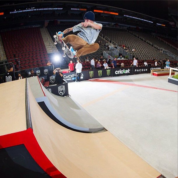 I did not do anything nearly this sick on the above quarterpipe. Luan Olivera, frontside air. Via @streetleague.