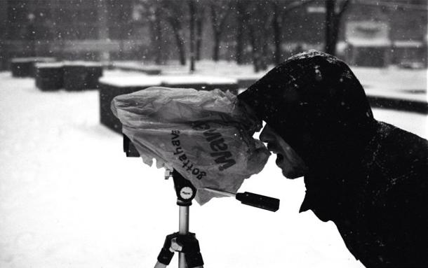 Shovel +a weather prooffilming apparatus =Sabotage 4. Photo: Euro Jon