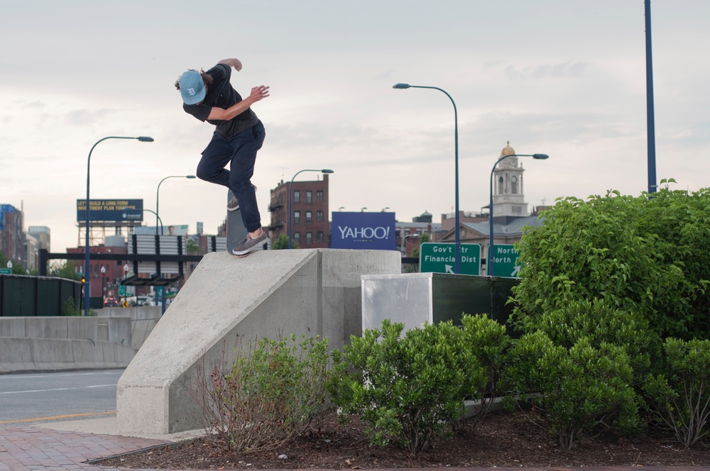 Brian Delaney, backside noseblunt.