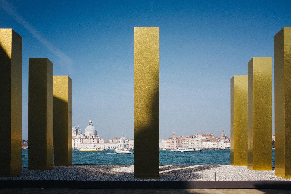 15-venice-architecture-biennale-2014-golden-columns-7780-pete-carr.jpg