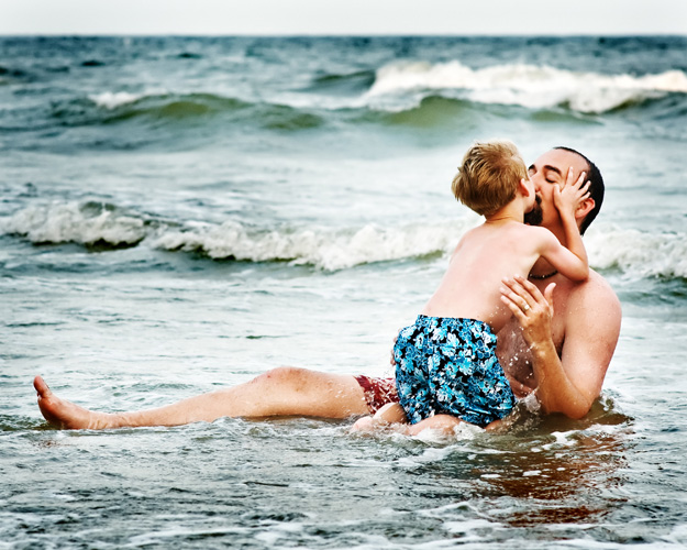 beach%20kiss%20daddy%20camTRA%20WEB.jpg