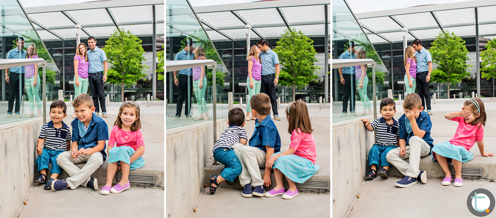family_artsdistrict_dallas_portrait_kids_parents_kiss_winspear_tracyallynphotography