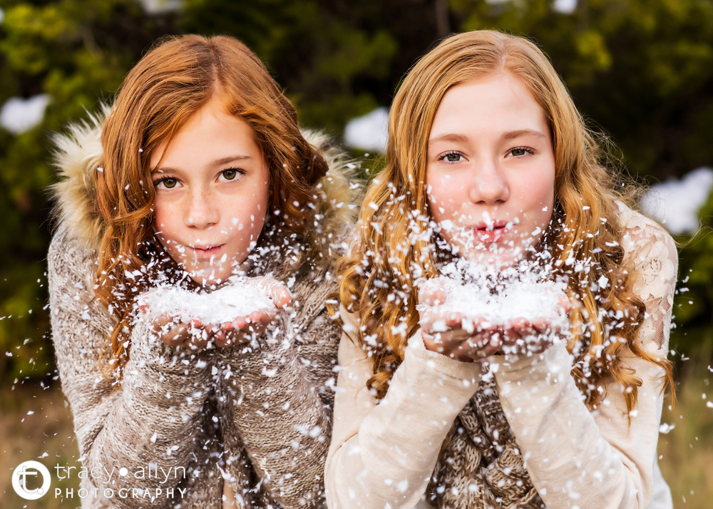 faux_snow_dallas_winter_sisters_redheads_tracyallynphotography