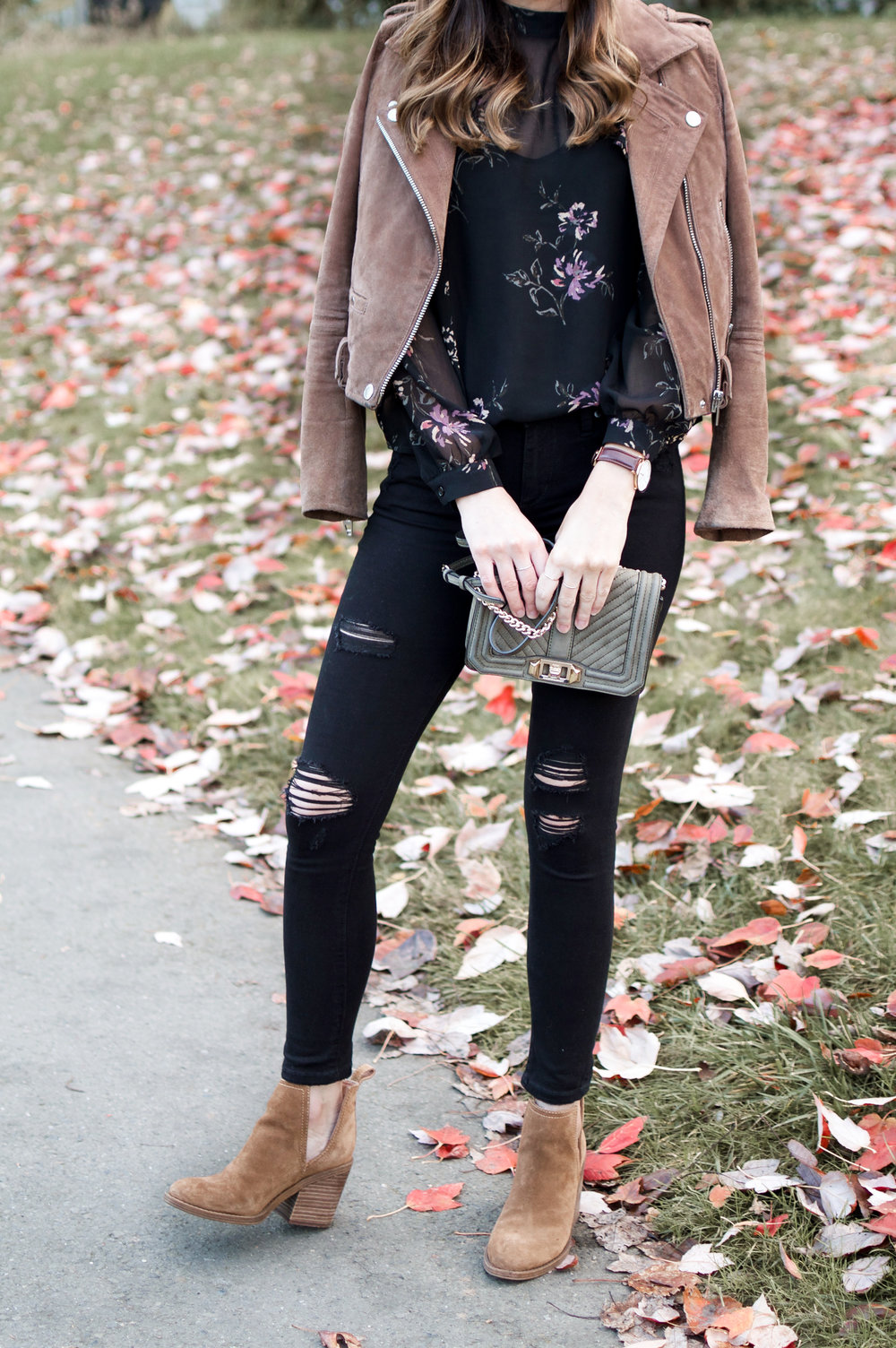 black ripped jeans outfit