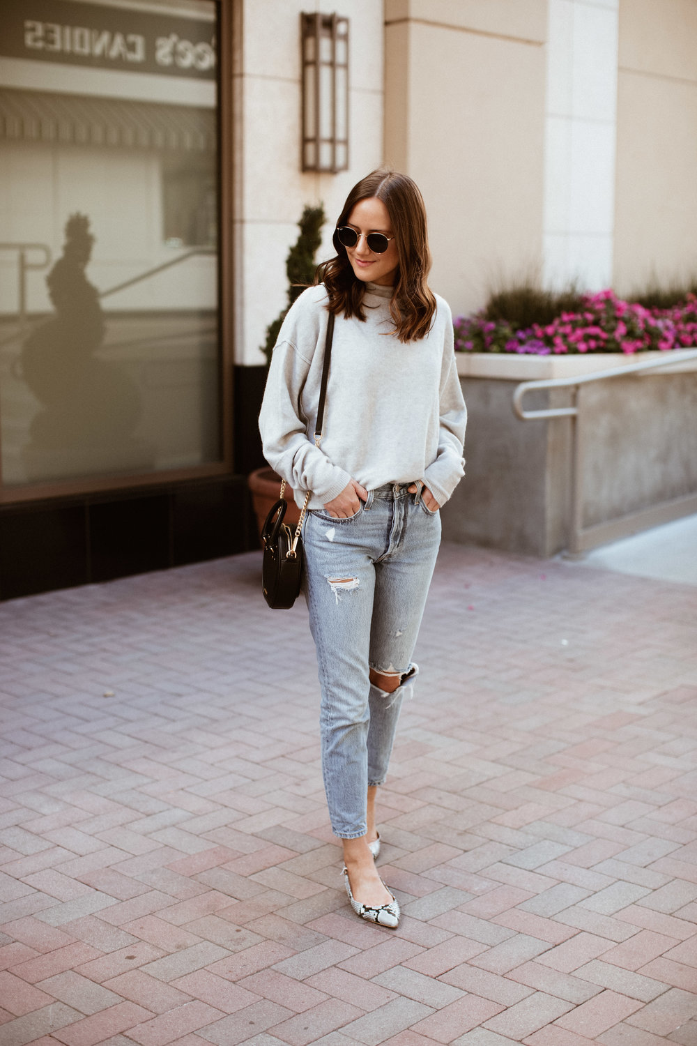 grey sweater and levi's