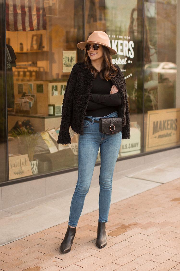 649e93f35d8e How to Wear a Belt Bag in a Chic Way — Girl Meets Gold
