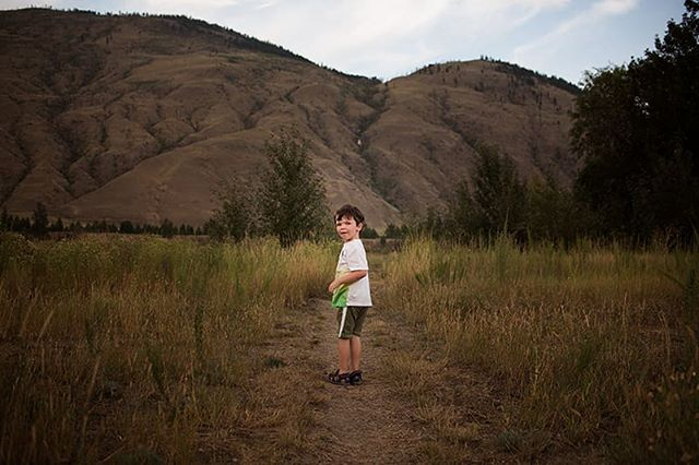 What we missed.... . We have loved exploring our new surroundings. So beautiful 🏡🌄 . . . #kamloopsphotographer #momswithcameras #littleandbrave #candidchildhood #letthekids #clickinmoms #childhoodunplugged #ourcandidlife #pixel_kids #cameramama #dearphotographer #runwildmychild #documentyourdays #themindfulapproach #treasuringlittlememories #lifewellcaptured #thedocumentarymovement