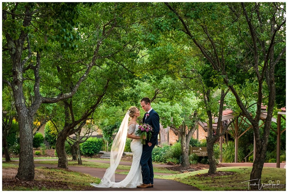 Bride & Groom Araluen Golf Resort