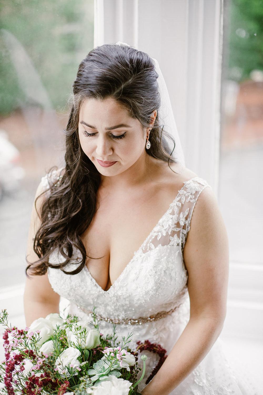 SarahMattozziPhotography-EmilyColin-LindenRowInnWedding-GettingReady-171.jpg