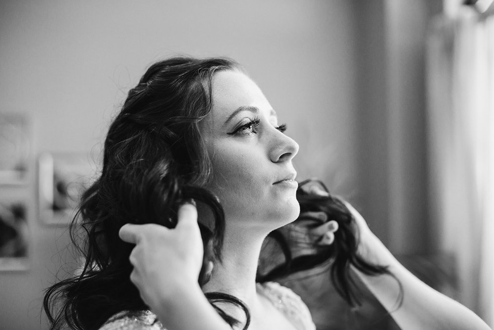 SarahMattozziPhotography-HarbourViewEvents-GettingReady-18.jpg