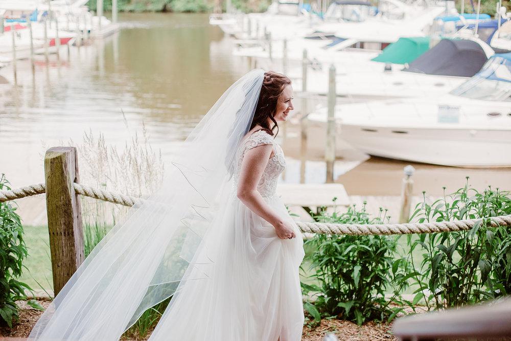 SarahMattozziPhotography-HarbourViewEvents-FirstLookPortraits-4.jpg