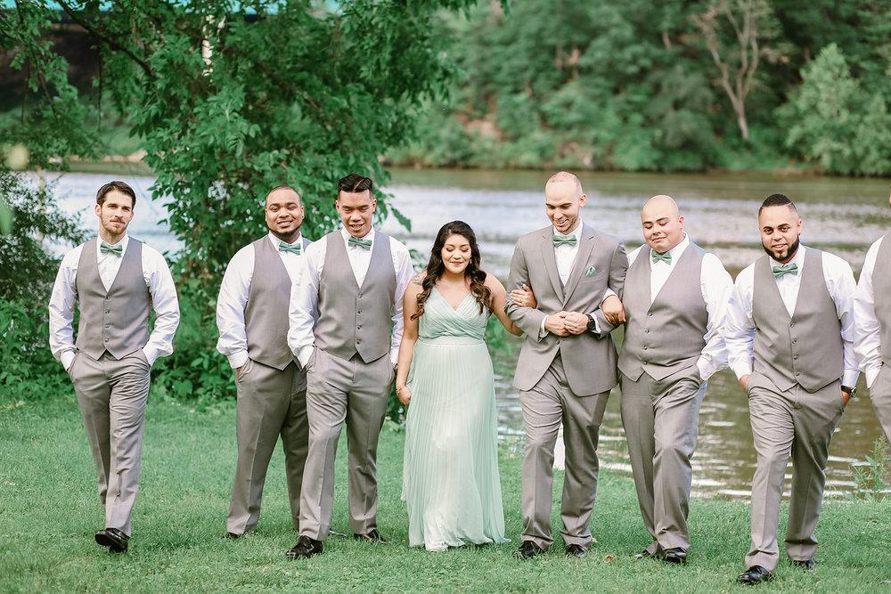 SarahMattozziPhotography-HarbourViewEvents-WeddingPartyPortraits-2.jpg