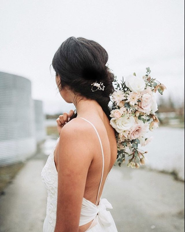 Simple details in long side swept hair, and muted pale hued blooms. Can't get enough of them. Here, the Cera hairpins highlight the photo-worthy view from the back. Sometimes delicate details are all we really need. Would you wear your hair this way too? • • Photographer @artandtheaerialist Location @sugarplumlaurel  Model @siennari Flowers @bloomassembly Dress @truvellebridal • • • • #vcbride #vancity #vancouver #vancitynow #mybluebrocade #vancitybuzz #vancitybride #vintagebridal #vscovancouver #vintagewedding #vancouverbridal #modernbridal #vancouverweddings #vintageweddingstyle #hairvine #engaged #gettingmarried #fiance #feyonce #hairaccessories #bridalhair #bridesmaids #bridalaccessories #bridalhairaccessories #bluebrocade #bcbrides #bcweddings #yvr #etsyca