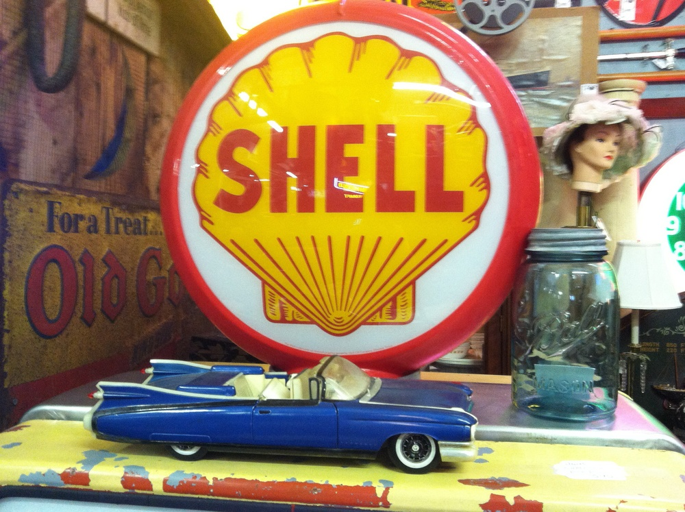 shell, sleepy poets antique mall , 2013  © amanda binder