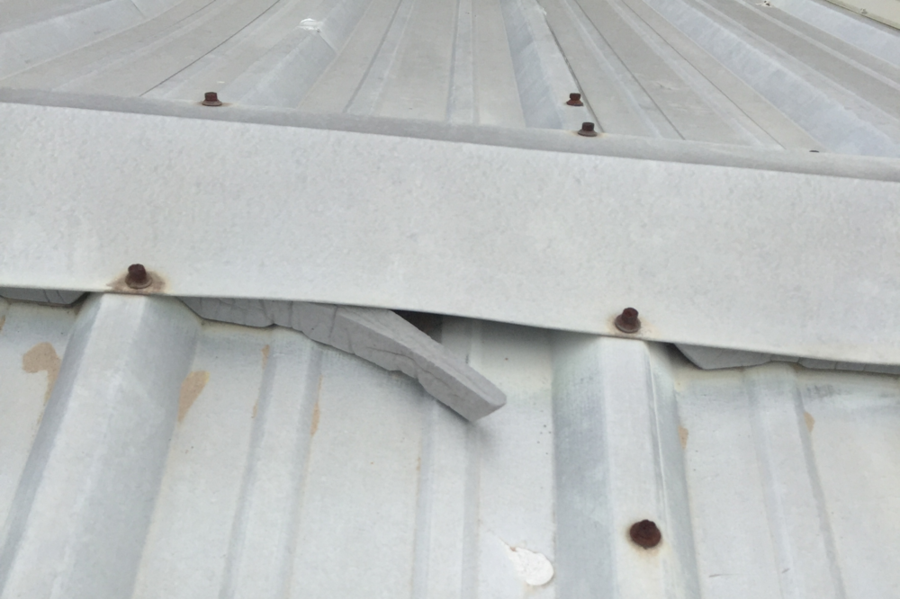 ridge cap in Galvanizes roof