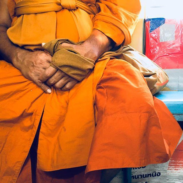 Orange is the new..... #sungtieu #ontheroad #orange #buddhism #orangeisthenewblack