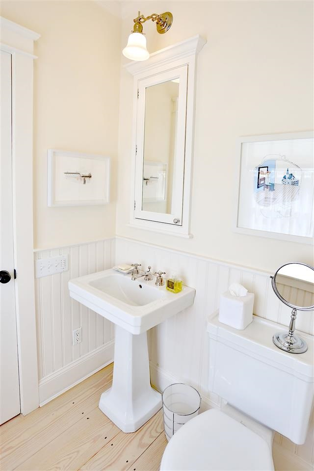 Clean powder room