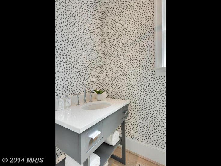loving this dalmatian-esque wallpaper!
