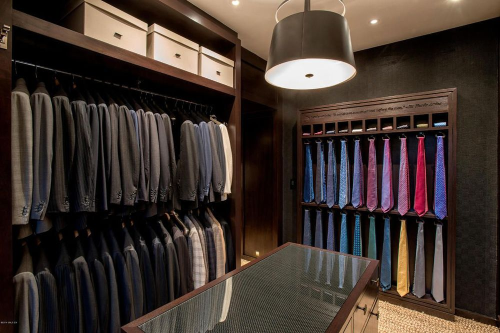 a masculine gentlemen's dressing room