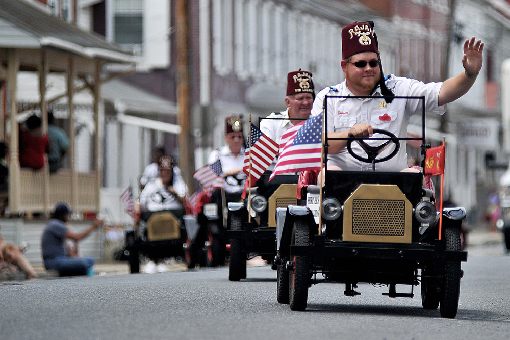 Members of the Rajah Shrine Tin Lizzies entertain the crowd at the Bernville Memorial Day Parade in Bernville, PA, in small model T cars on May 30, 2016. (Reading Eagle: Sarah Stier)