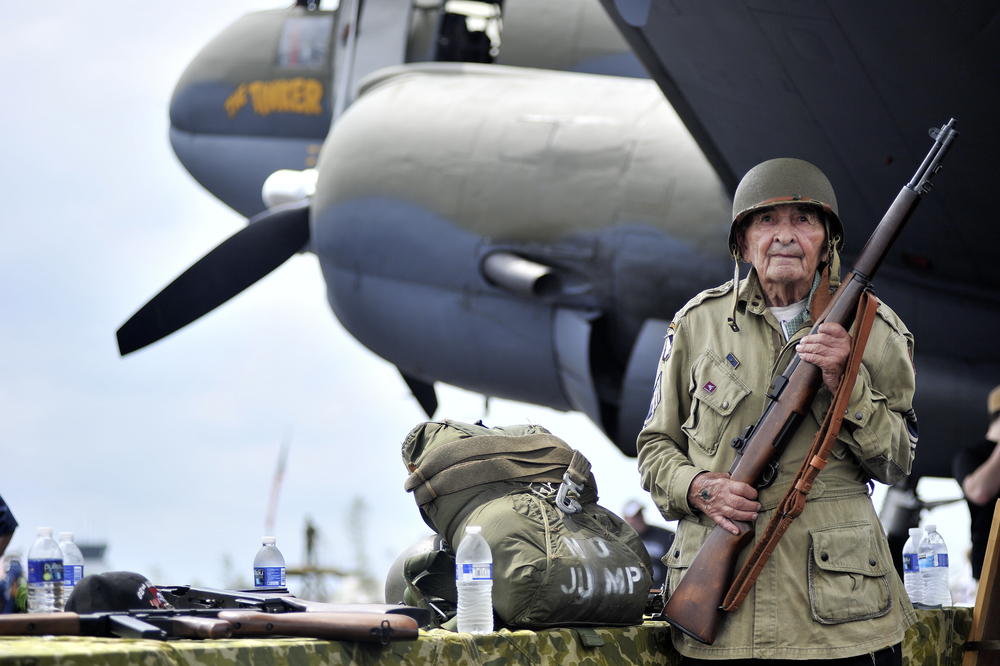 """D-Day veteran Donald Rutter, 94,poses for a portrait in front of """"The Tinker Belle,"""" a Curtiss C46 Commando military transport plane, at the World War II Weekend in Reading, PA, on June 4, 2016. (Reading Eagle: Sarah Stier)"""