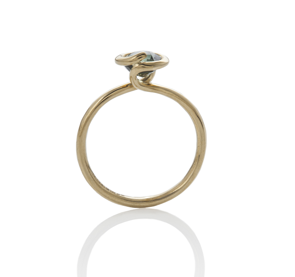 18 ctGreen Sapphire Twist Ring