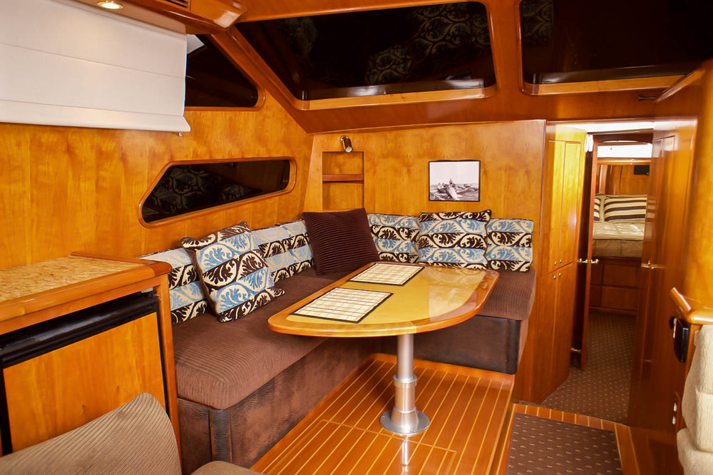 """50 Mikelson """"COYOTE"""" Salon by Kusler Yachts"""