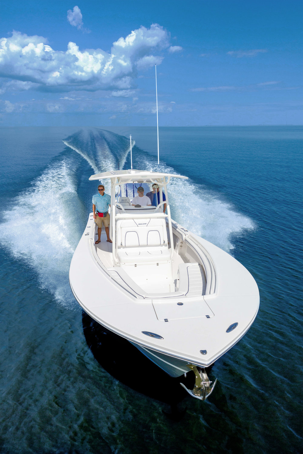 28' Regulator Center Console on display with Kusler Yachts at Fred Hall Shows