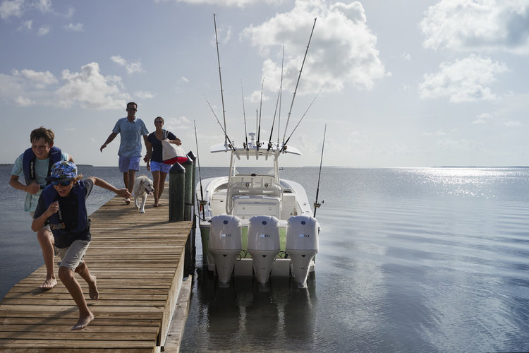 34ss-regulator-boats-family-fishing-dog.jpg