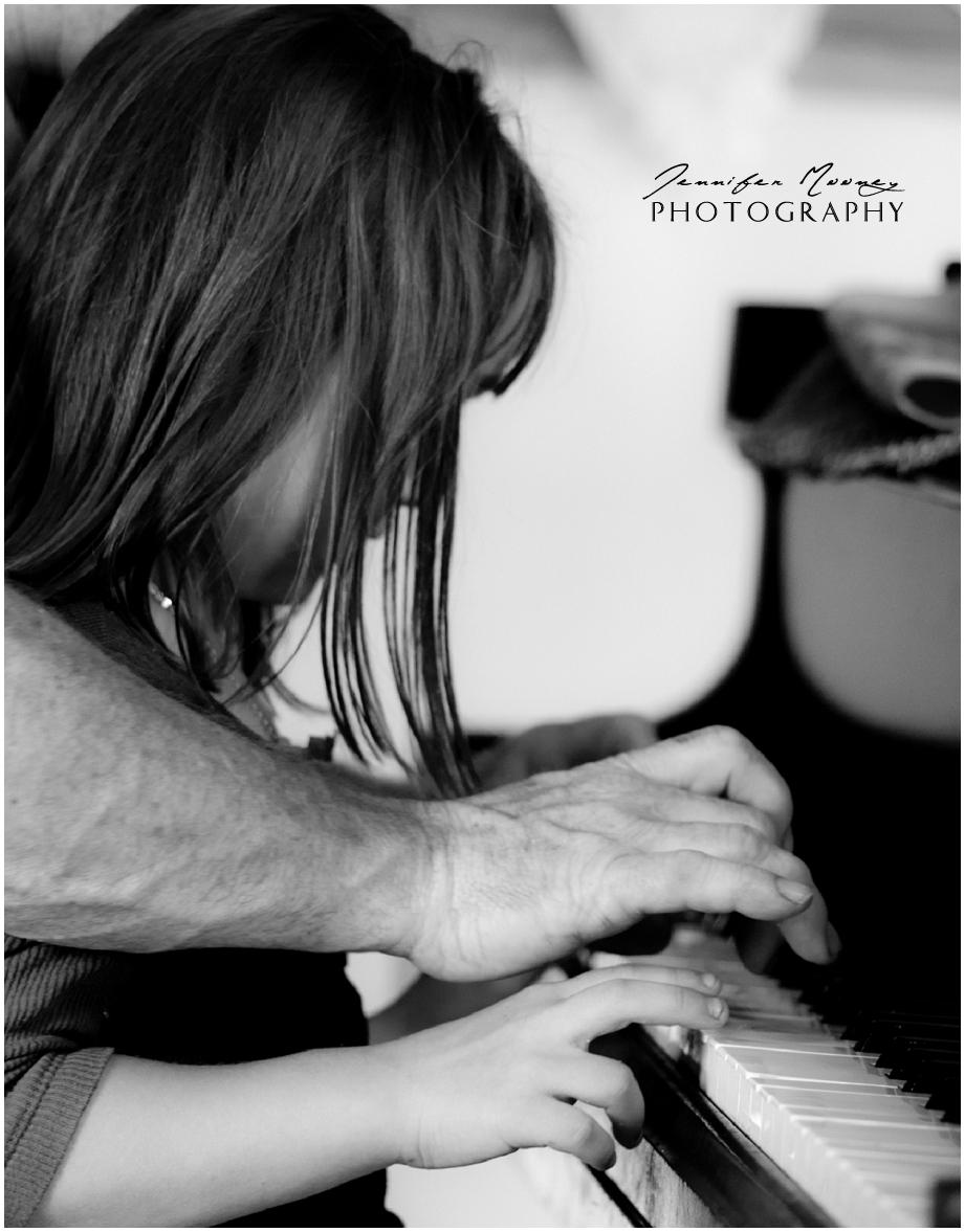 Jennifer_Mooney_Photo_piano_little_girl_memories.jpg