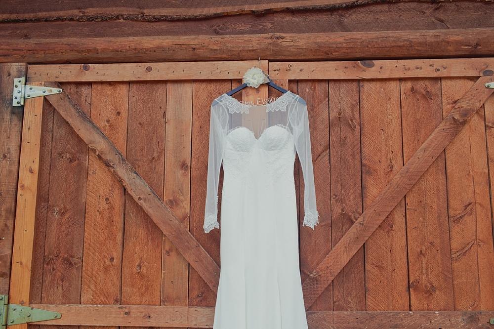 Jennifer_Mooney_Photo_glacier_park_wedding_Beargrass_florals_fall_wedding_elegant_montana_destination_velvet_bride_katie_may_dress_verona_gown_00006.jpg