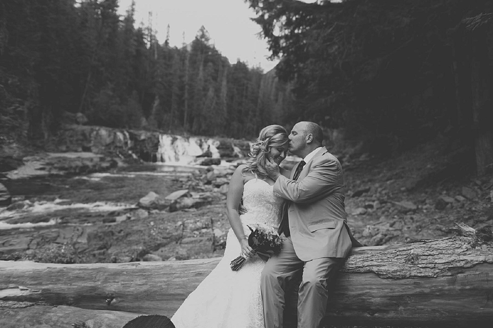 Jennifer_Mooney_photo_day_after_session_glacier_park_elegant_wedding_bride_groom_destination_-4.jpg