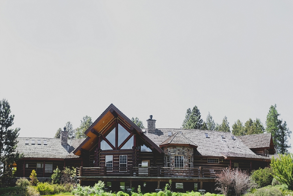 Jennifer_Mooney_Photo_Maggie_Ryan_Glacier_Mountain_Lodge_Spring_Wedding_Intimate_Elegance_Montana_00025.jpg