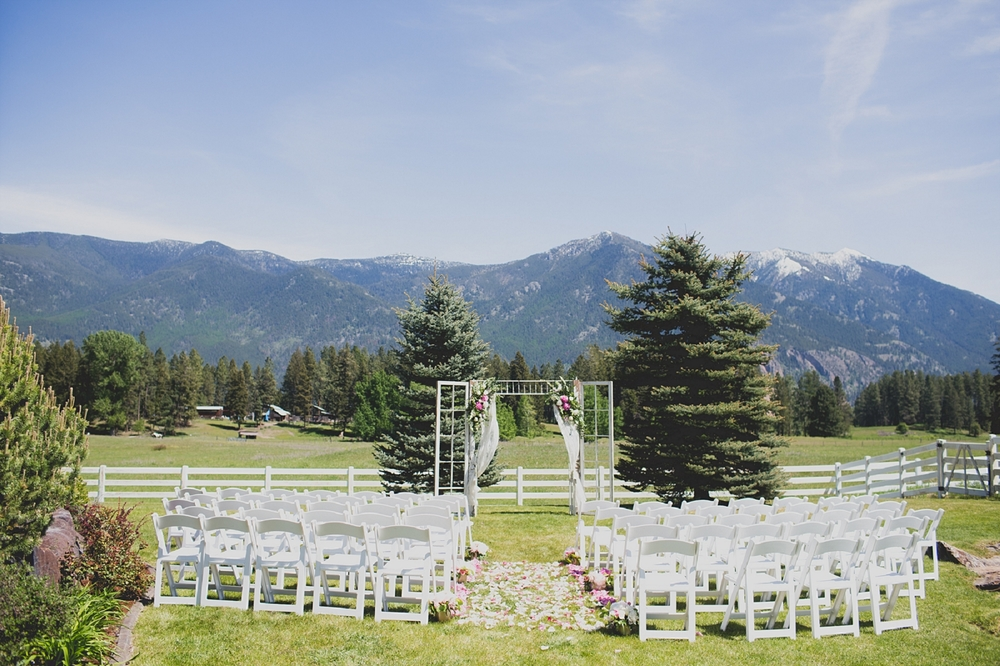 Jennifer_Mooney_Photo_Maggie_Ryan_Glacier_Mountain_Lodge_Spring_Wedding_Intimate_Elegance_Montana_00026.jpg