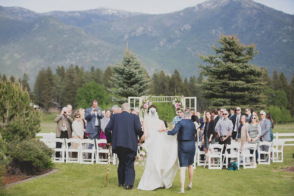 Jennifer_Mooney_Photo_Maggie_Ryan_Glacier_Mountain_Lodge_Spring_Wedding_Intimate_Elegance_Montana_00063.jpg