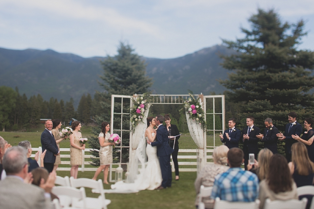 Jennifer_Mooney_Photo_Maggie_Ryan_Glacier_Mountain_Lodge_Spring_Wedding_Intimate_Elegance_Montana_00072.jpg