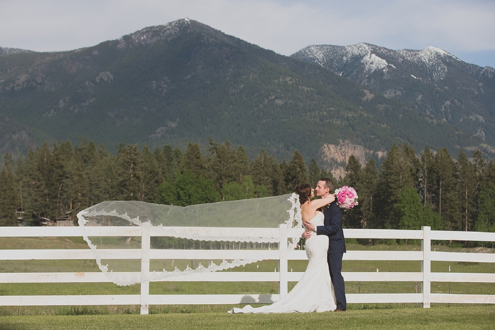 Jennifer_Mooney_Photo_Maggie_Ryan_Glacier_Mountain_Lodge_Spring_Wedding_Intimate_Elegance_Montana_00089.jpg