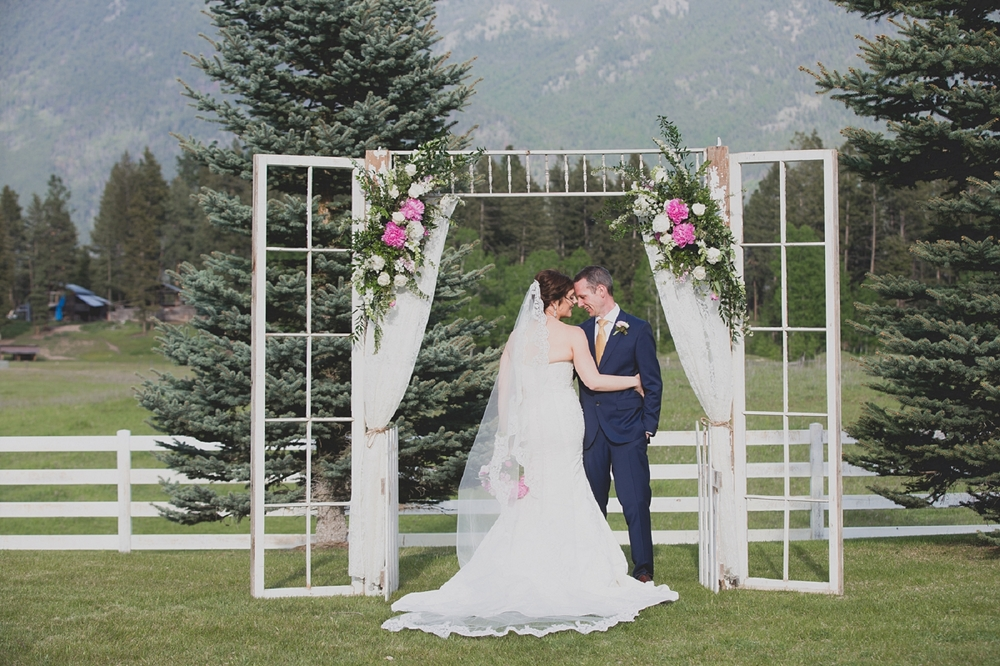 Jennifer_Mooney_Photo_Maggie_Ryan_Glacier_Mountain_Lodge_Spring_Wedding_Intimate_Elegance_Montana_00103.jpg