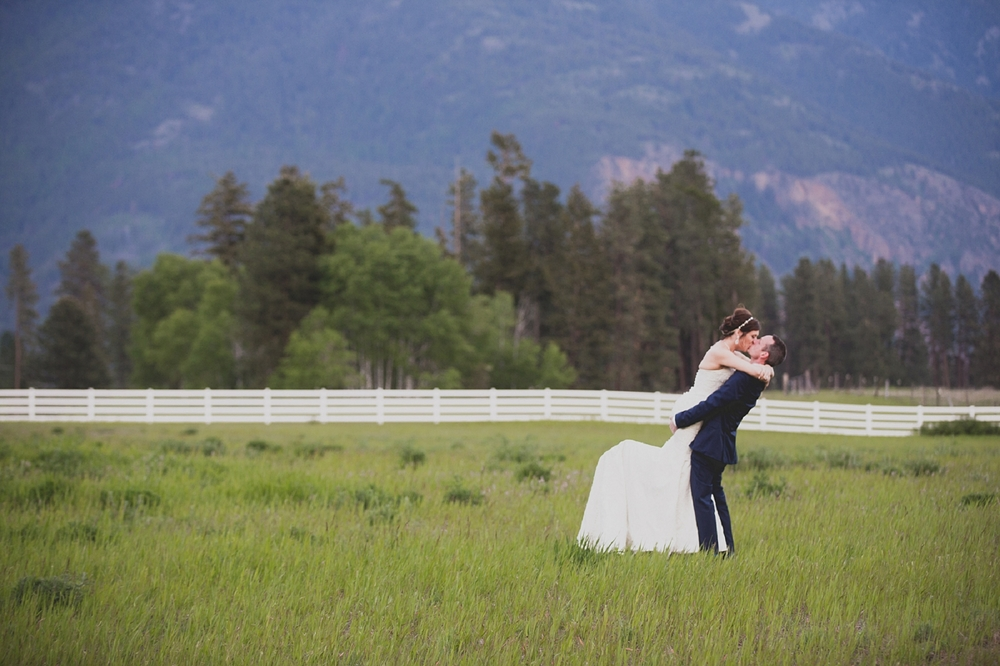 Jennifer_Mooney_Photo_Maggie_Ryan_Glacier_Mountain_Lodge_Spring_Wedding_Intimate_Elegance_Montana_00140.jpg