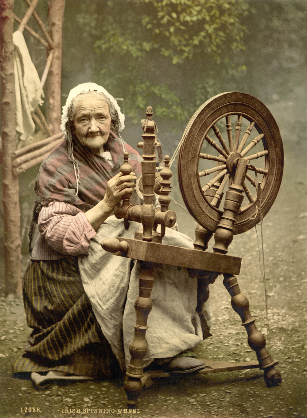 Irish spinning wheel - around 1900  Library of Congress  collection