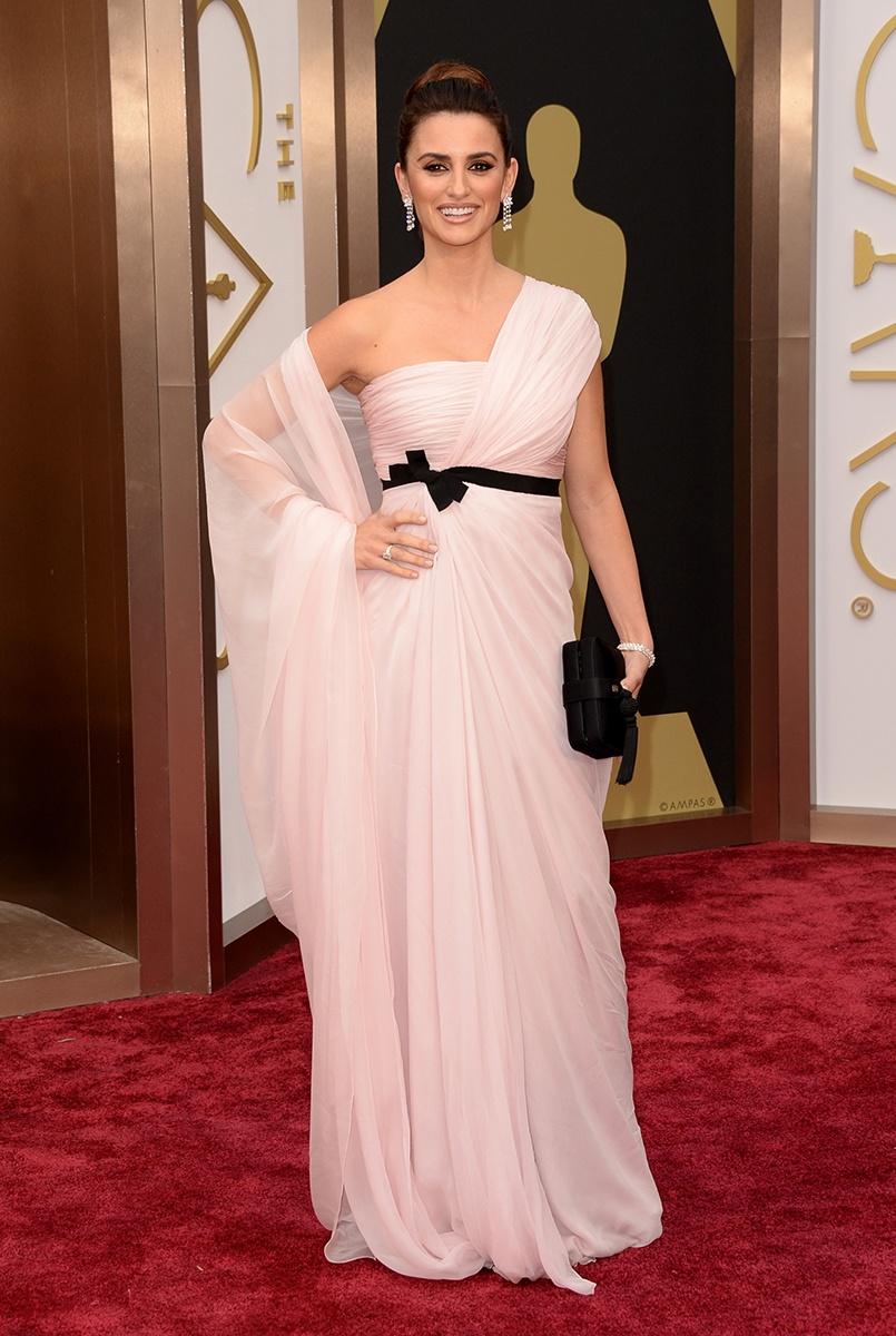 Penelope Cruz in Giambattista Valli Haute Couture