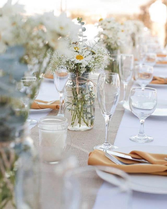 Light and sunny table decor ☀️ . . . #tabletopdecor #whiteandgold  #beautifulgatherings  #intimategatherings #weddinginspiration #partyplanner #wedding #party #partydecoration #decoration #splendourinthegrass #inspiration #luxury #backdrops #justmarried #eventplanning #love #luxuryplanner #eventorganizer #bridetobe #ambience #lights #eventlighting #celebration
