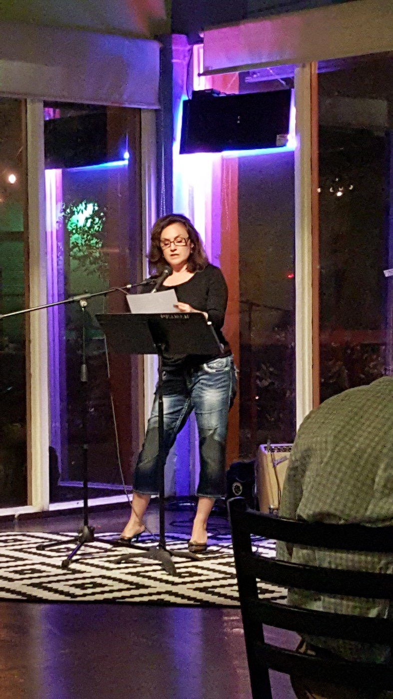 Reading at Señor Veggie April 12, 2015 photo by Octavio Quintanilla