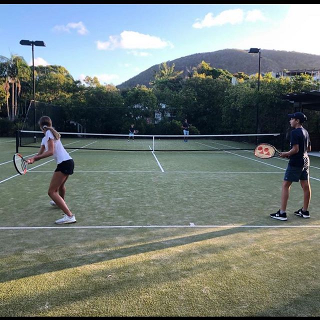 Home sweet home 💕⛰. Surprise cousin visit! 😍 No time for jetlag 🙃#tennisnotsleep #tennis #home #cousins #happiness
