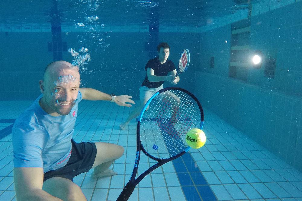 Erfrischend anders. - Die Tennisschule Oliver Wenger lebt und liebt den Sport. Wir begeistern, lehren, fordern und fördern junge und erfahrene Tennisspieler/innen in Hessen. Egal ob Einsteiger oder ambitionierter Mannschaftsspieler - bei uns findest Du das richtige Angebot.